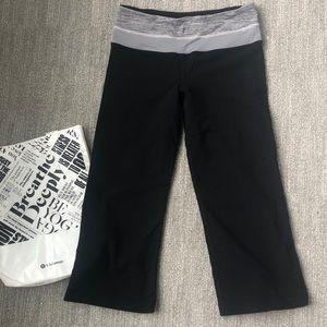 LULULEMON Wide leg Cropped Yoga Pant Leggings